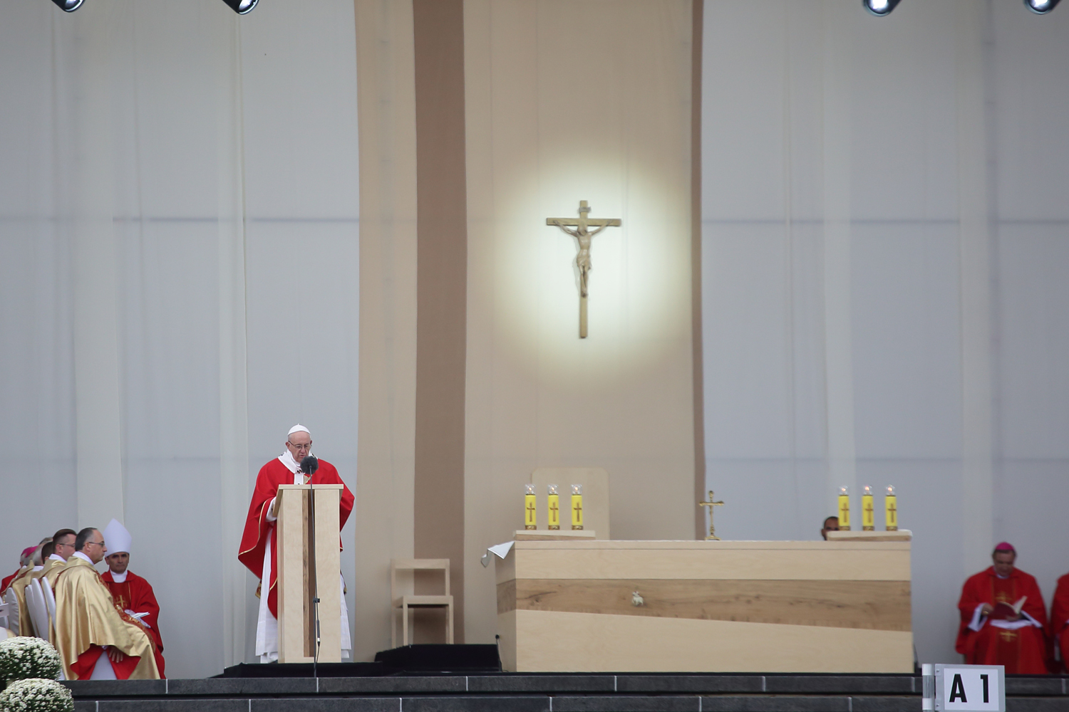 PM-2019-IFN-Furnier_fuer_Papstmesse2